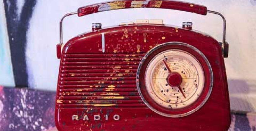 radio-4333412_960_720